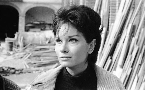 LEA MASSARI: incantevole e raffinata attrice romana