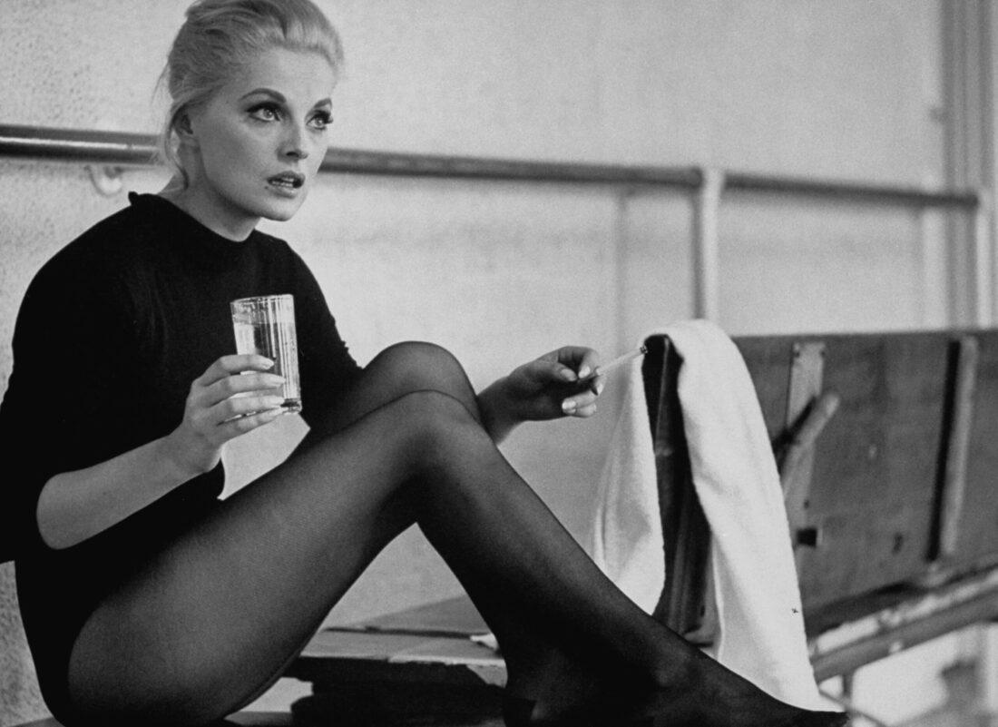 """VIRNA LISI. L'attrice italiana troppo bella e brava """"per essere vera"""""""