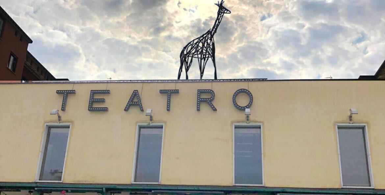 Il Franco Parenti riapre e invita chi in un teatro non è mai entrato