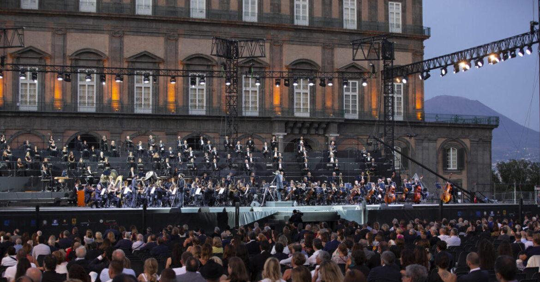 Il San Carlo riapre in presenza con La Traviata